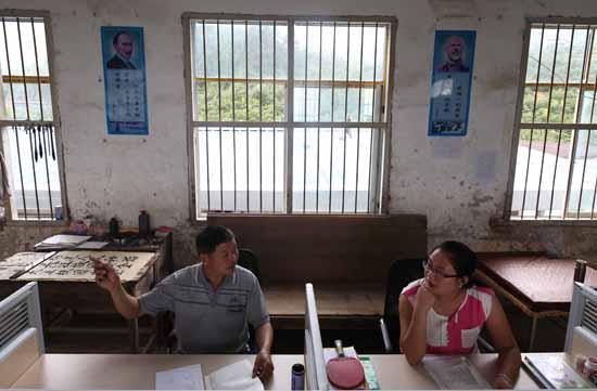 """大量农村青年教师成""""考试专业户"""" 只为进城"""