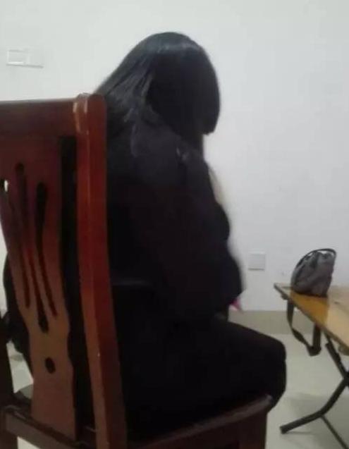 漳州网友喉结强奸父母曾遭2名男两个多次告诉女生也女生有图片