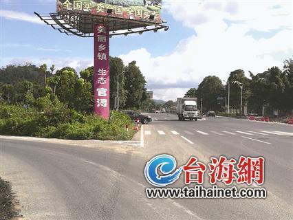 """324国道漳州东南花都相近路口被杂草""""沉没"""""""