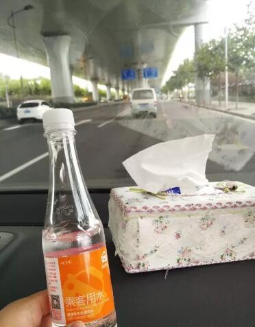 福州男子坐专车要了2瓶水 结果半路被要求下车