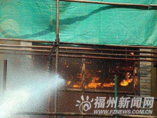 医大老校区发生火灾 着火大楼为医大首批教学楼