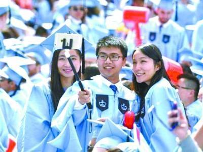 """美国高校""""中国化""""  跨越半个地球感觉在国内"""
