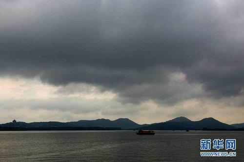 """三大台风""""相会""""我国东南沿海"""