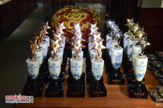 2014厦门马拉松奖杯奖牌已经出炉 材料为汉白玉