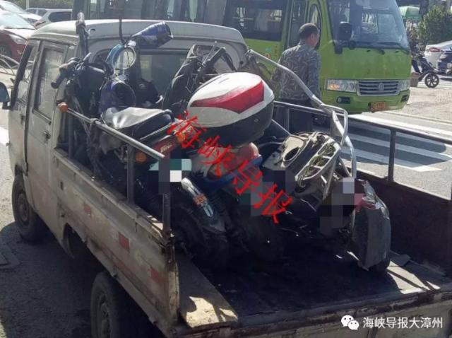 漳州街头突发车祸 3辆电动车被碾2人受伤