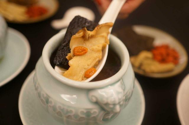 土鸡炖汤营养丰富 3类人群最适合