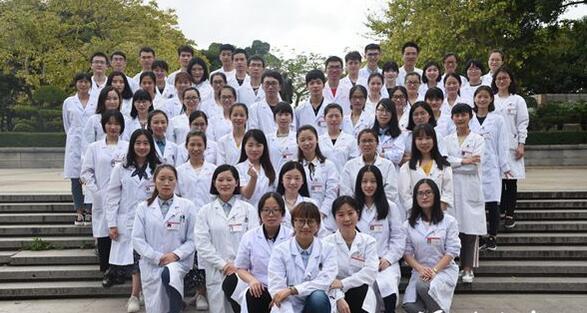 """福州一高校现""""学霸班"""" 48人参加考研44人被录取"""