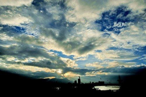 """第8号热带风暴""""南川""""逼近 """"狮子山""""减弱"""
