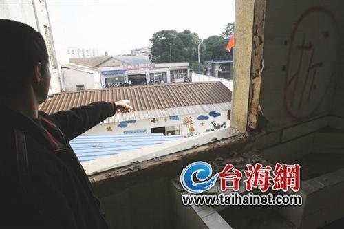 拆房不设防一墙之隔幼儿园四百儿童受威胁
