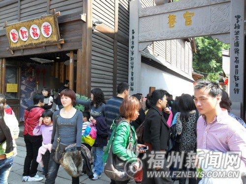 """周末天气超级好 三坊七巷游客出现""""井喷"""""""