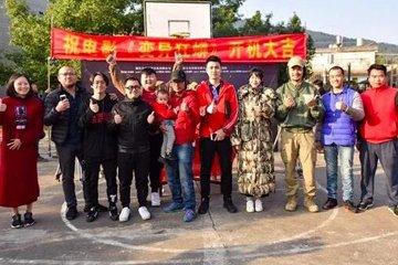 12月11日,由中国青年导演张迪财自编自导的惊险动作电影《变异狂蟒》,在福建龙岩顺利开机。