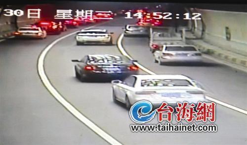 两小车在厦门隧道内恶意追撞 时速过百堪比大片