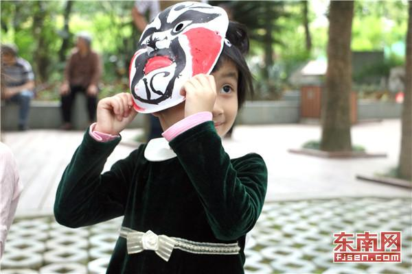 福州大学:京剧脸谱进公园 传统文化放异彩