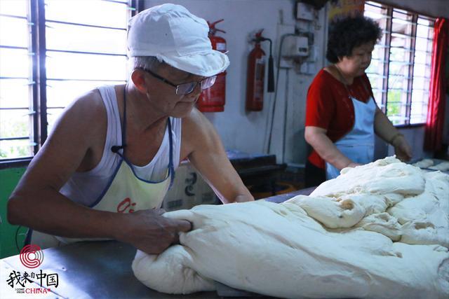 传承75年!一家三代将家乡手工面包传到海外,成当地独家美食