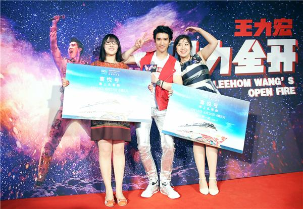 王力宏北京庆生泪洒歌迷 新电影《火力全开》未上映先破纪录