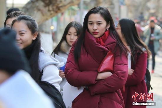 艺考大幕拉开 翻版鹿晗应考女生颜值秒杀网红
