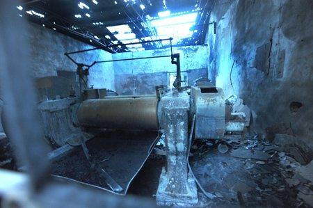仓山区一间旧厂房起火 烧塌屋顶