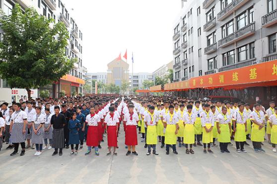 小舞台也有大梦想 厦门新东方第二届校园文化节开幕
