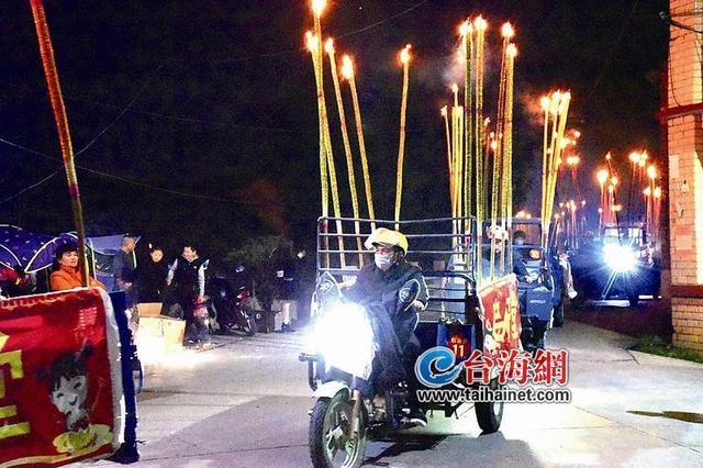 """南靖金山:正月二十夜万人欢庆""""火烛节"""""""