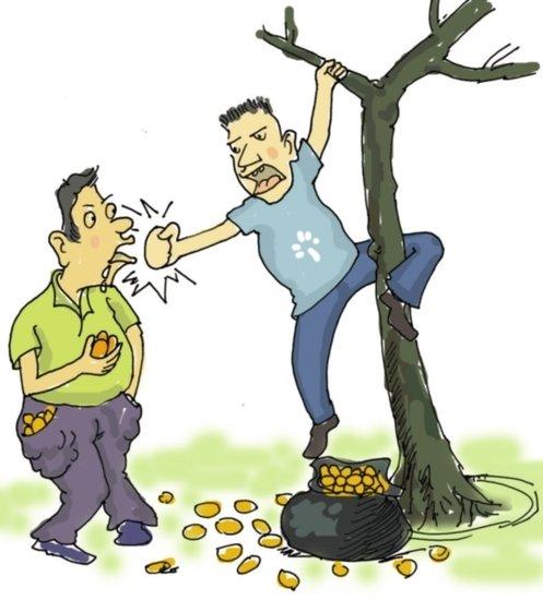 为了抢路边树上芒果 榕两个陌生男竟然打起来