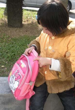 没爹缺娘 南安6岁小女孩被弃派出所_大闽网_腾讯网 - 啊呀老林 - 海天科学工作室