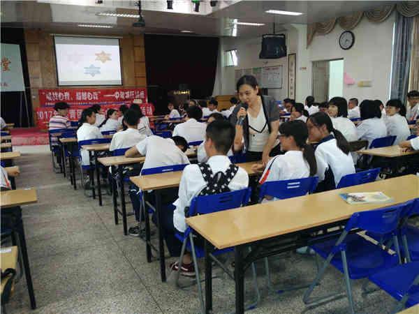 团省委12355为初中学子减压 开展团体减压活动