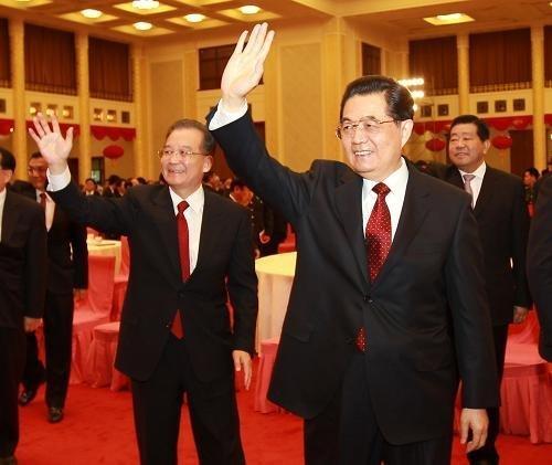 胡锦涛向全国人民拜年 温家宝再称坚决控房价