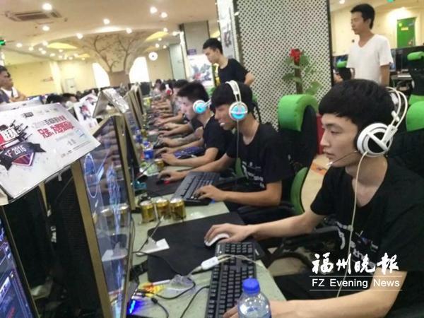 福州一批青少年组建电竞俱乐部 为电竞职业正名
