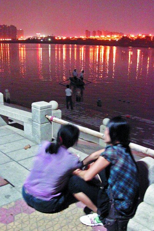 泉州市区两男子结伴到晋江游泳一人溺水失踪