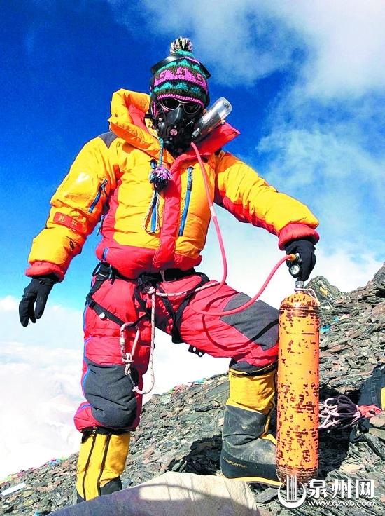 泉州探险队女队员梁丽芳成功登顶珠穆朗玛峰(图)