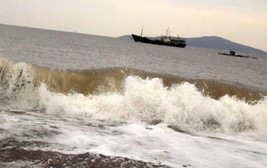 台湾渔船在霞浦失火 闽台联手海陆空大营救