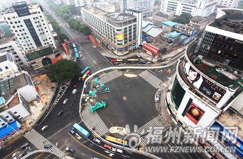 """东街口商圈暂时""""失宠"""" 市民称不适合逛街"""