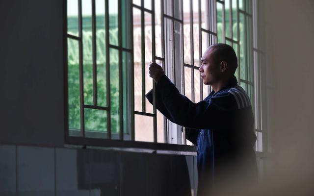 """监狱千里调犯 服刑父亲等待为白血病儿子""""续命"""""""