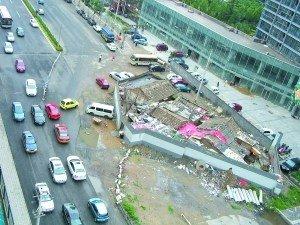 北京钉子户占马路3年续:房管局下拆迁裁决