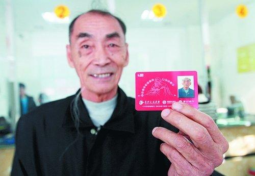 泉17条公交线路刷卡调试成功 送出20张爱心卡