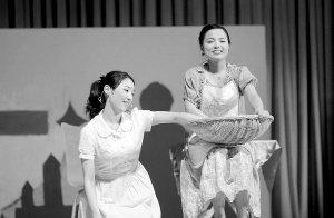 厦大学子表演美国名剧 女主角从台湾借婚纱