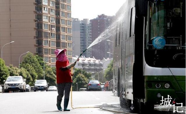 城市温度:有人为灼身烈焰降温 有人为冷漠内心加温