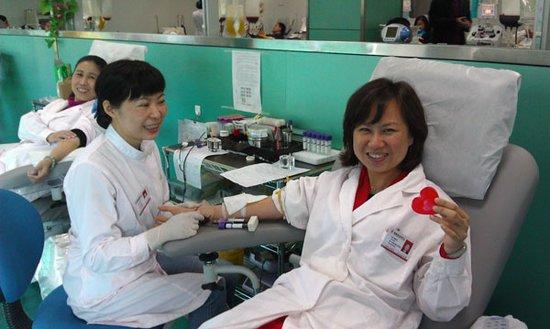 2月14日福建省血液中心员工献血过情人节