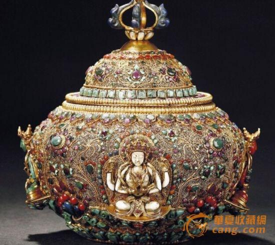 【清】金石、砗磲、红珊瑚、黄金镶嵌的珍宝盖盒