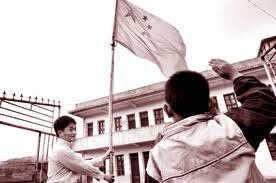 大山深处两个人学校:五星红旗每天照常升起