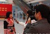 少数民族代表接受采访