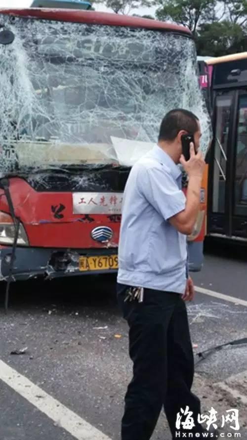 福州两公交车追尾14名乘客受伤 女学生脸部毁容