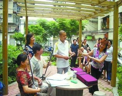 着力构建一批社区居家养老服务体系