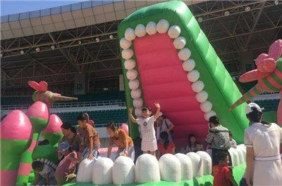 """16米巨型金刚逃出""""动物园""""!海沧萌玩节欢趣开幕!"""