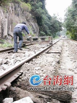 岛内老铁路改造开工 铁轨两侧路面扩宽一倍