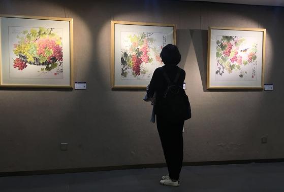 墨色斑斓中西合璧 钟波水墨艺术个展厦门开幕