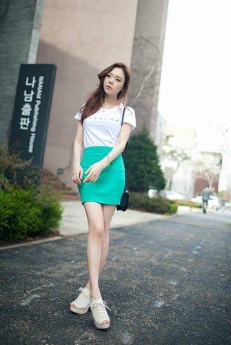 显高显瘦 嫩模示范包臀裙穿法