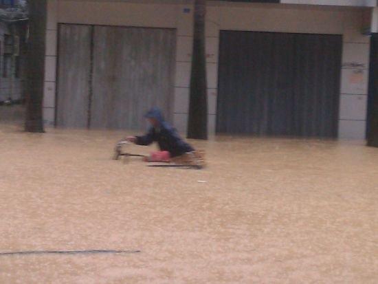 莆田持续暴雨 200多名被困群众被解救疏散(图)