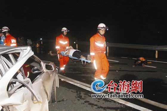 龙岩两车追尾司机被甩出 事故造成3人身亡