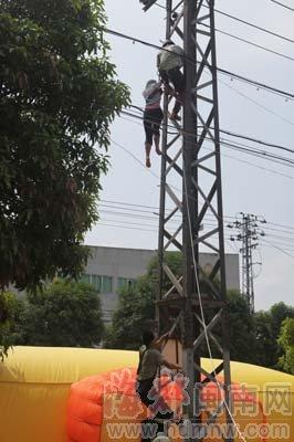 女子攀爬高压电塔沿线上万户居民停电(图)